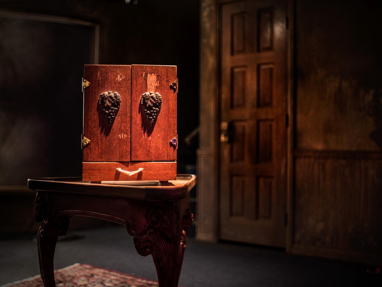 What S Inside The Dibbuk Box Theghosthuntuk Myths Amp Legends